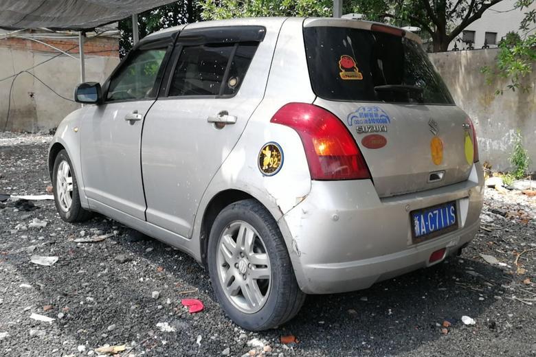 【杭州】铃木雨燕2005款1.3手动豪华型(灰色)金丝熊伸懒腰打哈欠图片